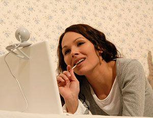 как общаться с женщиной по веб камерой женщиной за границей
